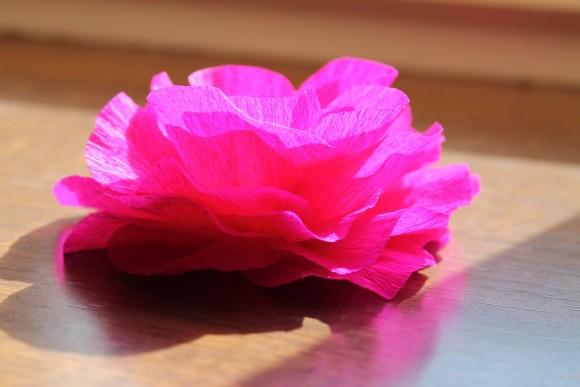 фото цветка из гофрированной бумаги