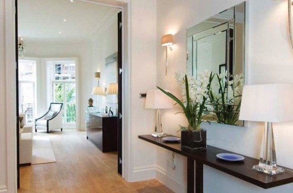 decorating-hallway-with-mirror
