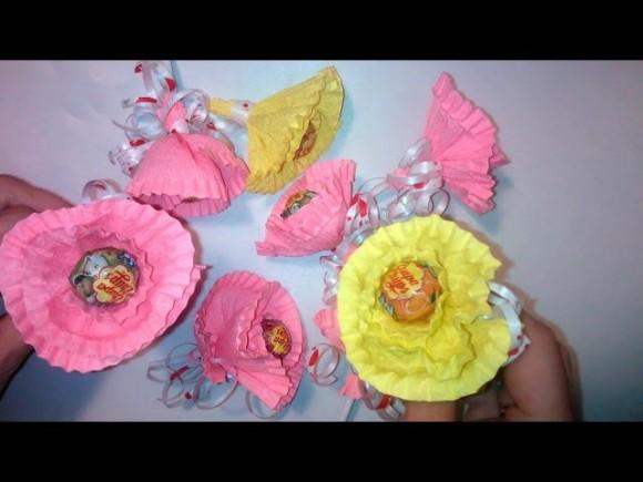 фото цветов из гофрированной бумаги роза с чупа чупсом